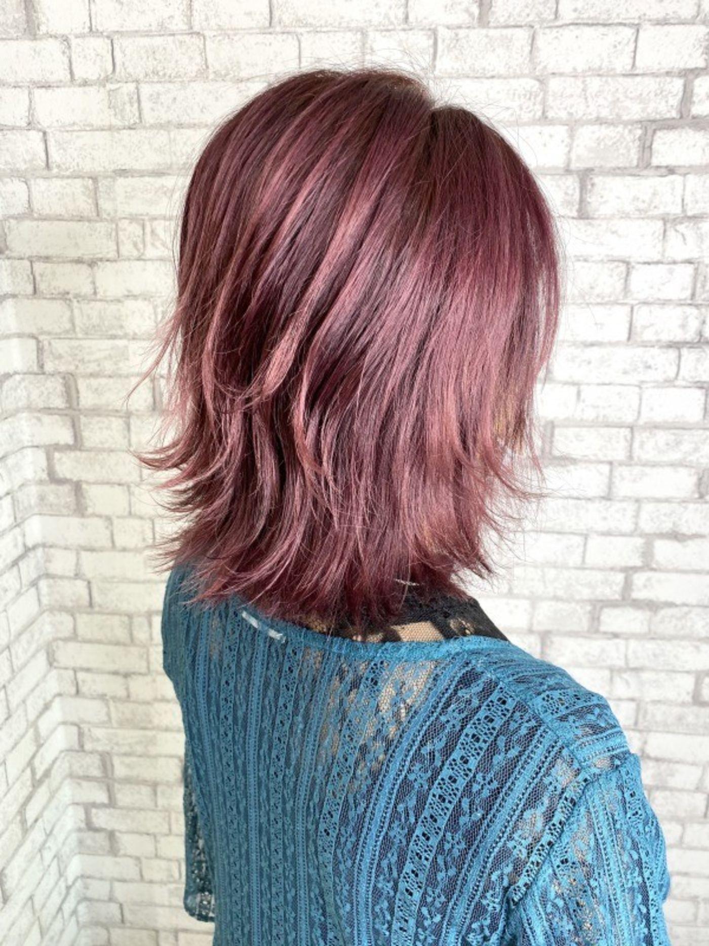 ブリーチしている髪にピンクを入れると