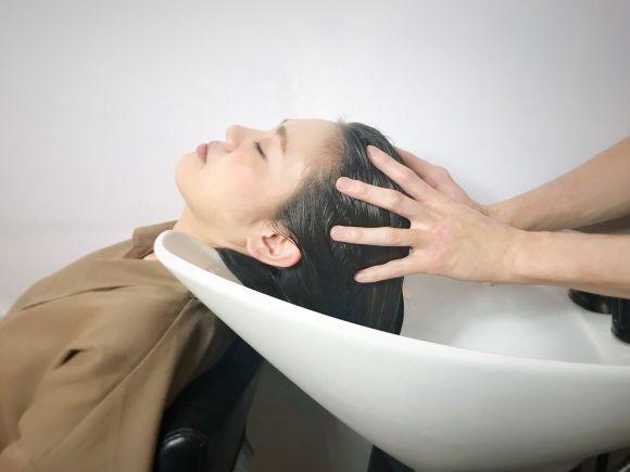【肩こりの方必見!!】大人気、美容室ヘッドスパの効果を徹底解説!!
