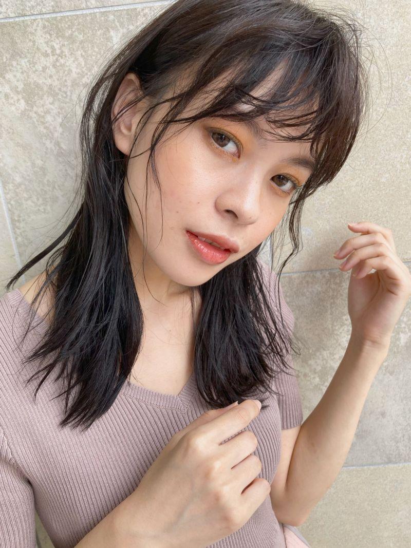 暗髪+抜け感スタイル!