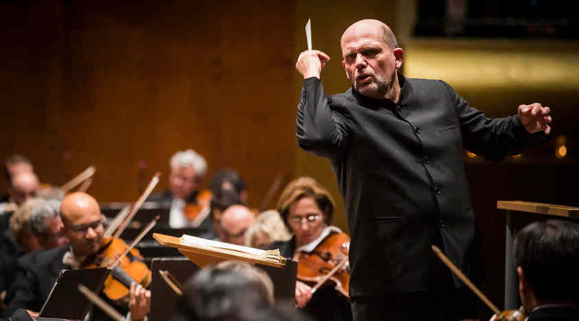 Van Zweden Conducts Mahler and Glass