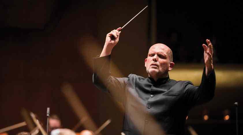 Van Zweden Conducts Mozart's Symphony No. 40