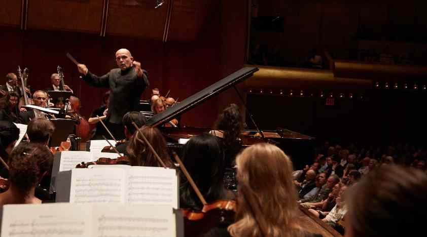 Van Zweden Conducts Brahms's First Symphony