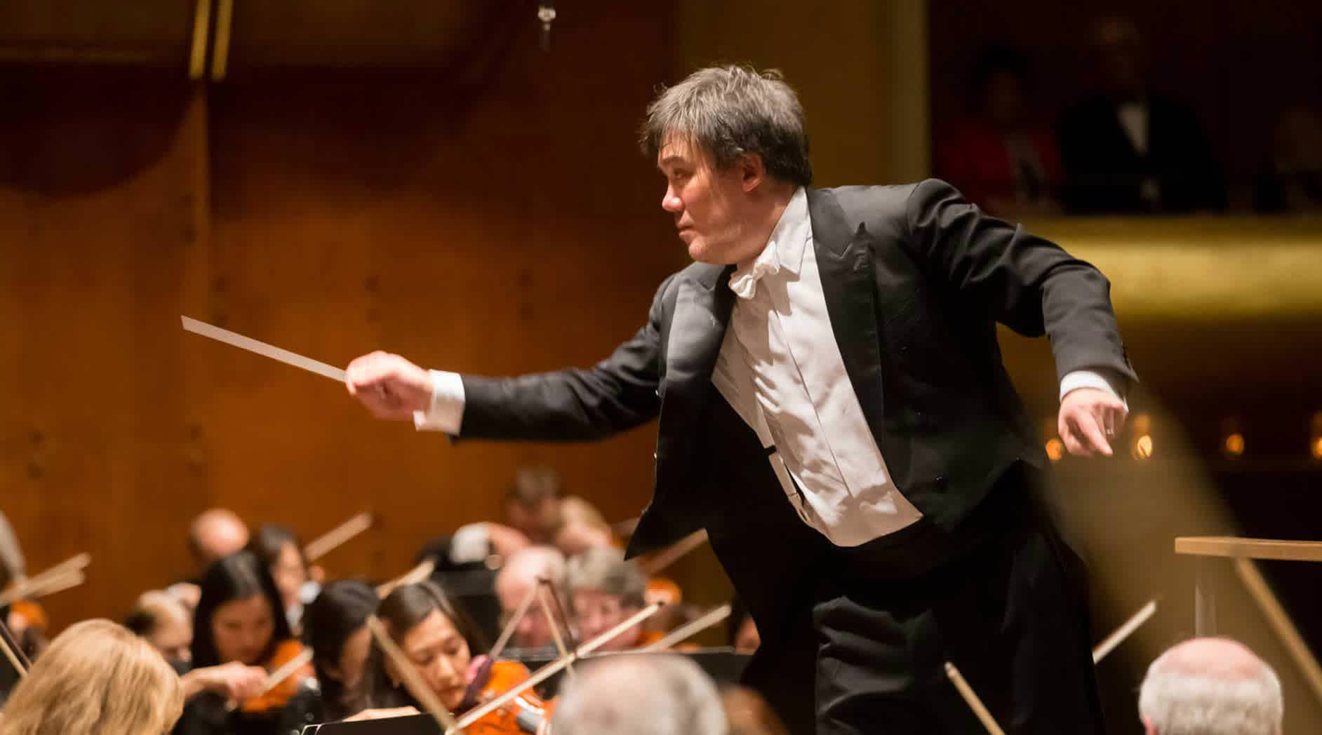Gilbert Conducts Tchaikovsky's Fourth Symphony
