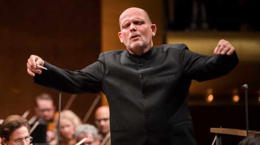 Van Zweden Conducts Mahler and Bernstein in Shanghai