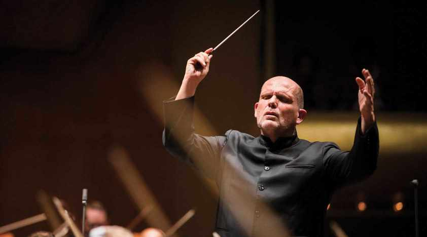 Van Zweden Conducts Beethoven and Prokofiev in Shanghai