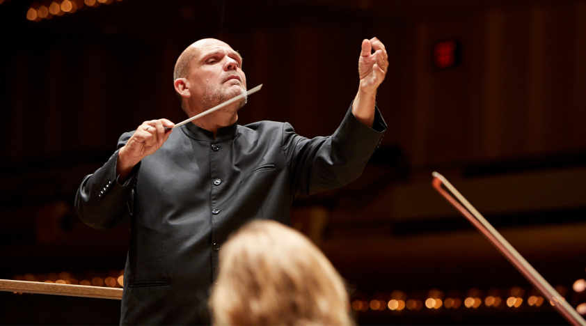Van Zweden Conducts Mozart and Brahms in Nanjing
