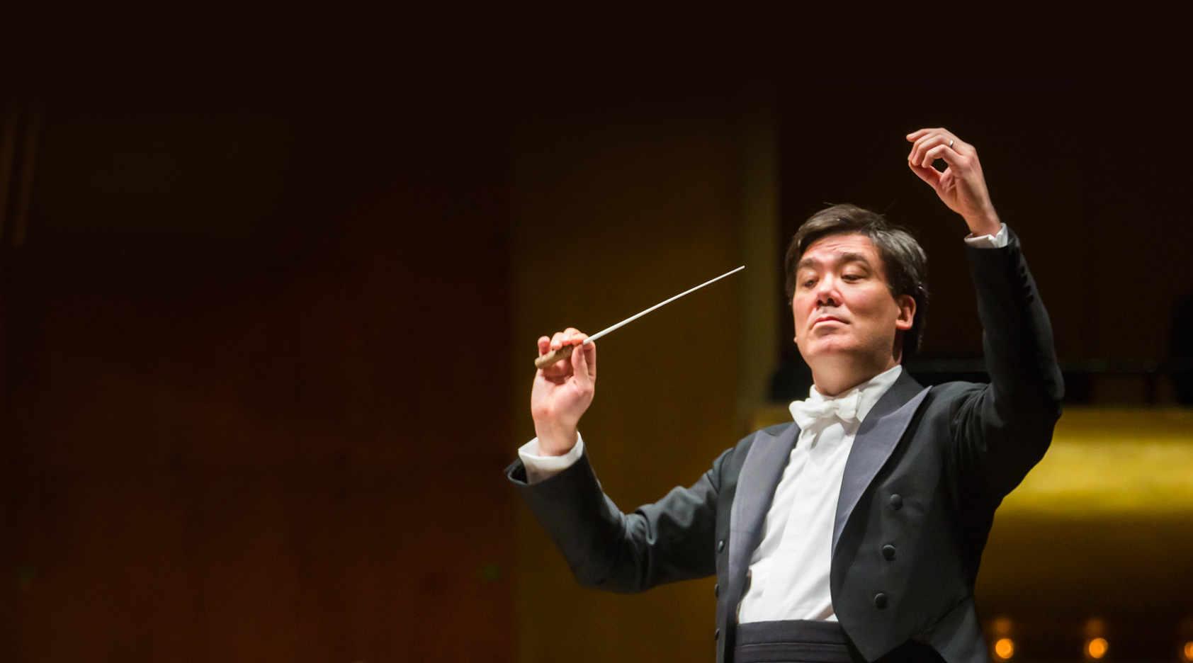 Alan Gilbert Conducts Dvořák in Shanghai