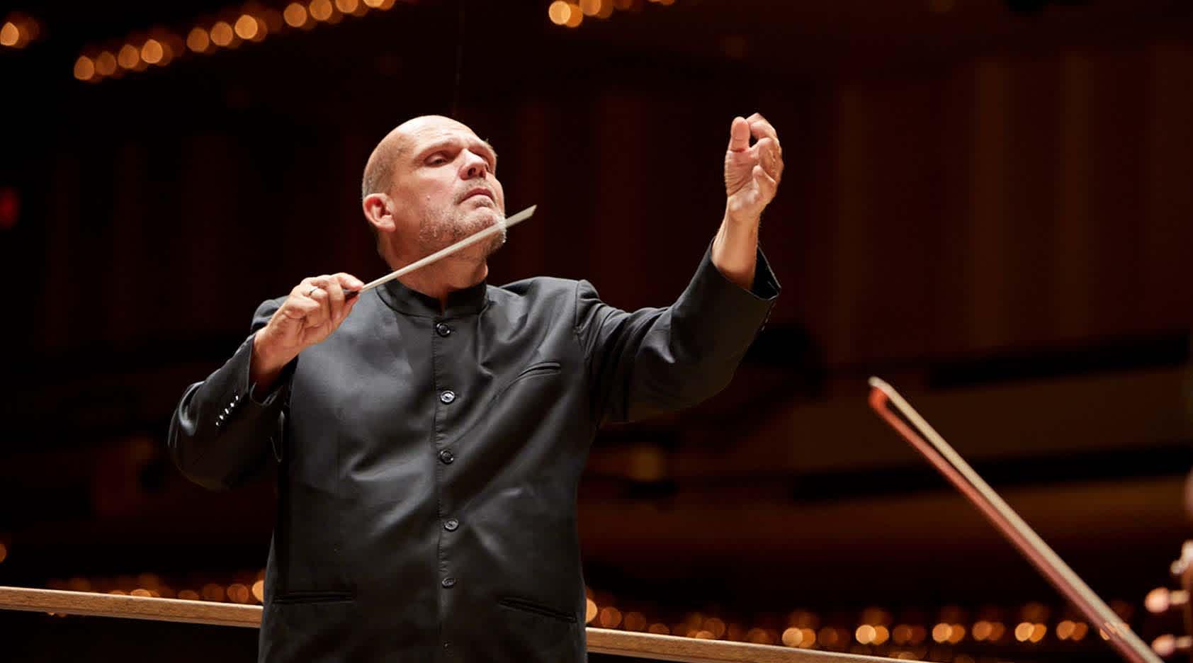 Jaap van Zweden Conducts Mozart's Symphony No. 40