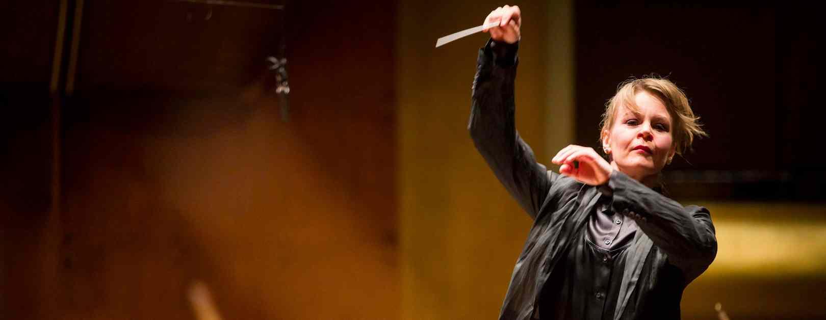 Susanna Mälkki Conducts Haydn, Strauss, and Unsuk Chin