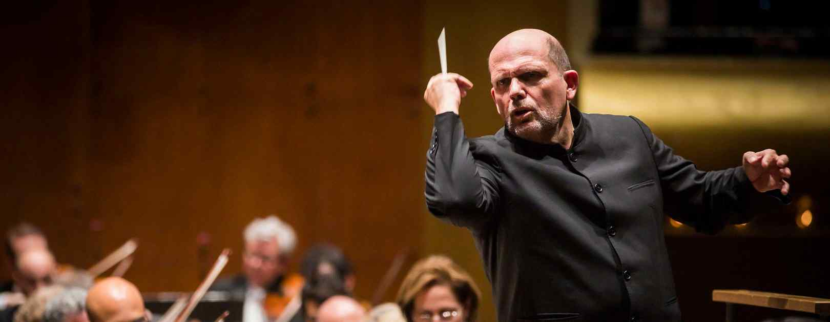 Van Zweden Conducts Mahler & Glass
