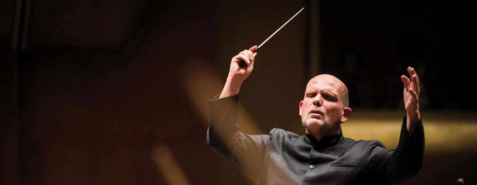 Van Zweden Conducts Beethoven's Eroica in Guangzhou