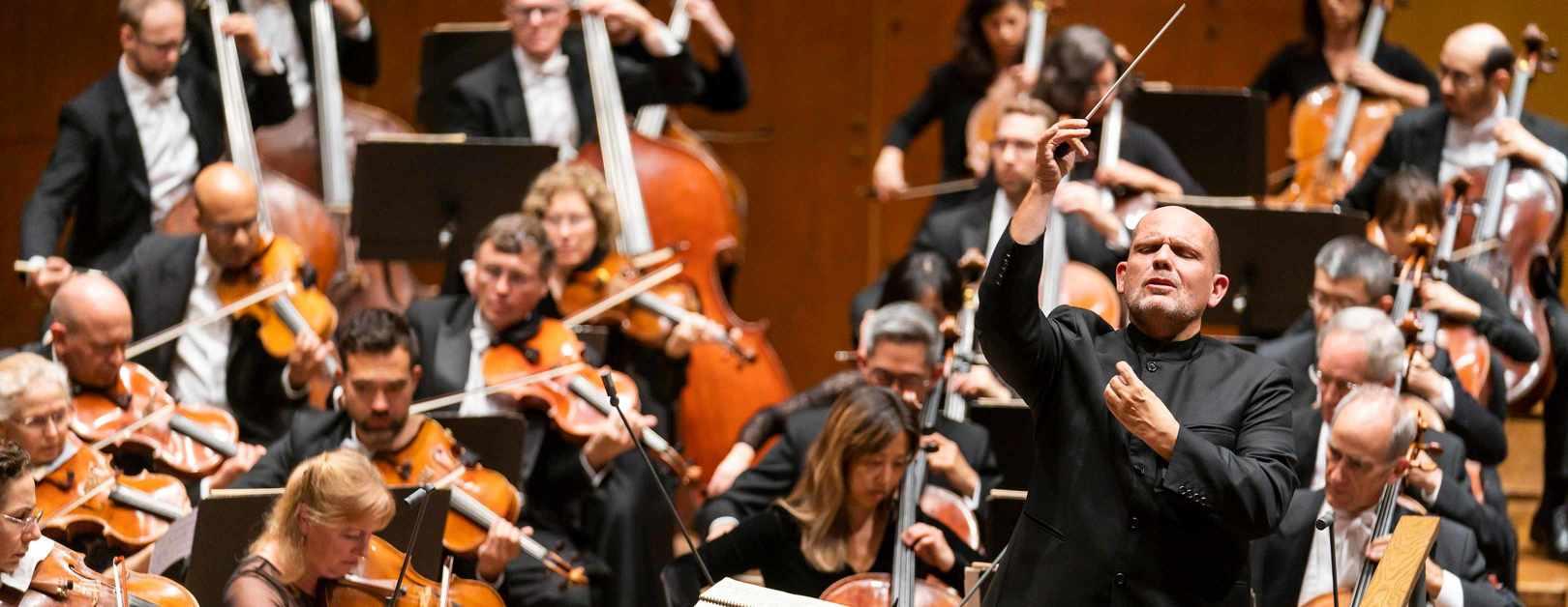 Van Zweden Conducts Beethoven's Eroica in Shanghai