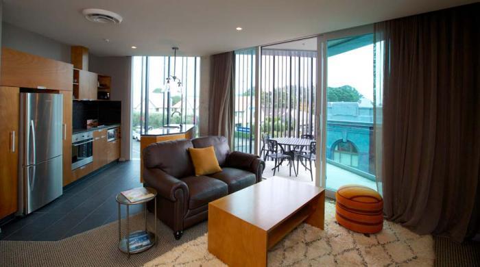 King & Queen Hotel Suites