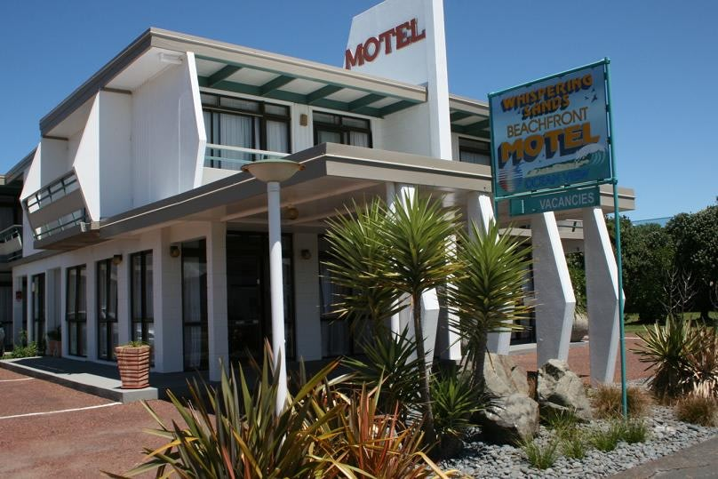 Whispering Sands Beachfront Motel