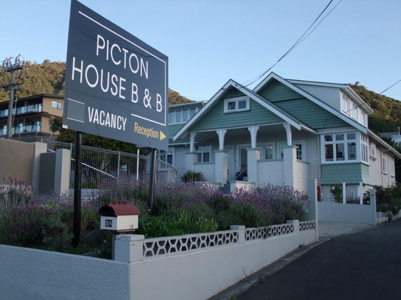 Picton House B&B & Motels