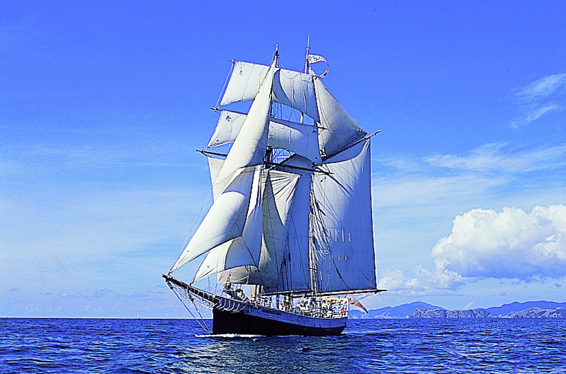 R Tucker Thompson - Tall Ship Sailing
