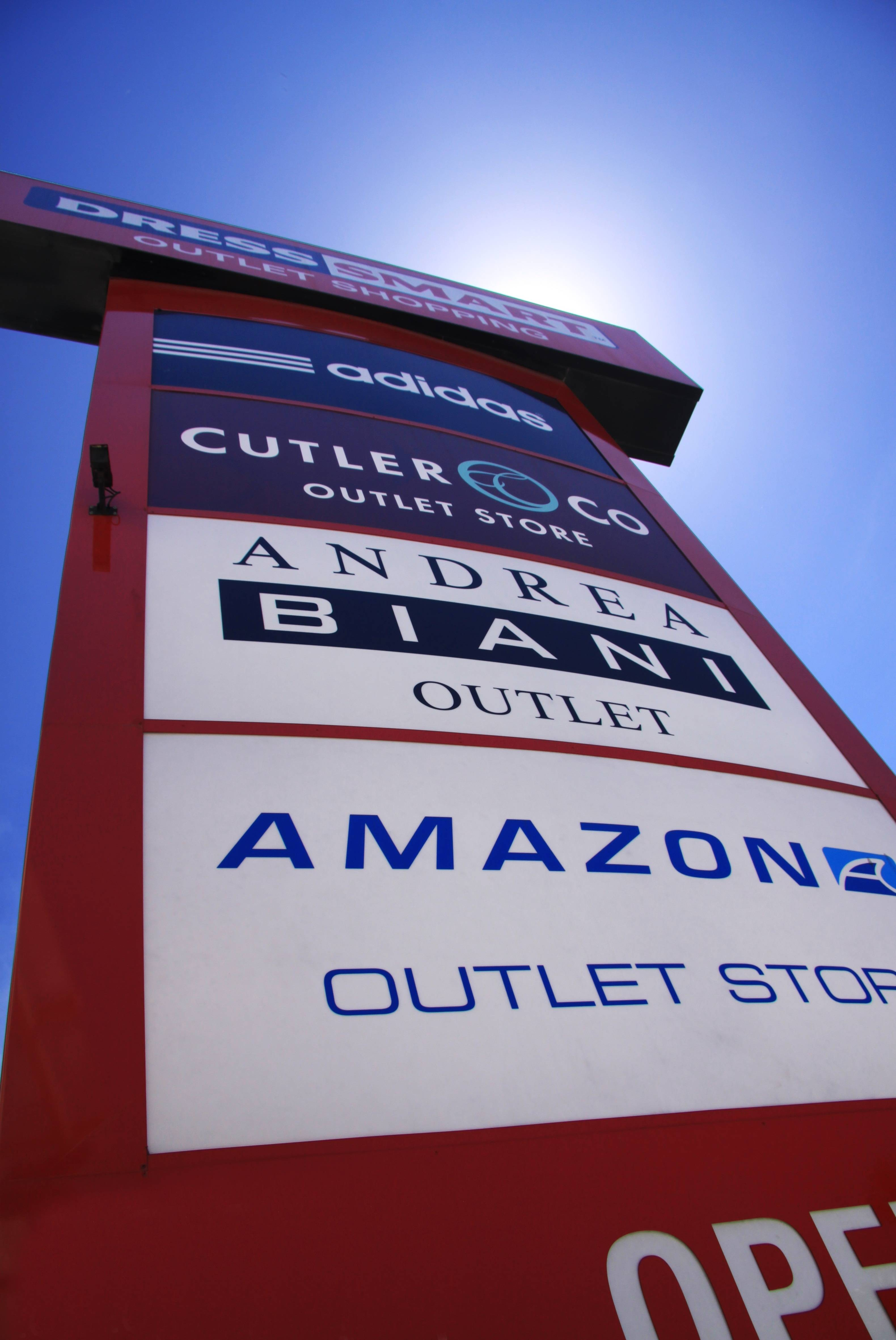 Dress-Smart Outlet Centre