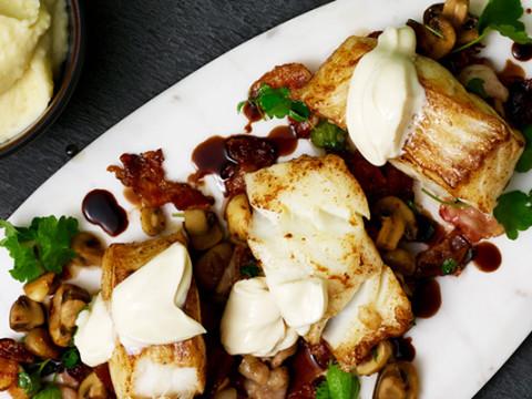 Torskrygg med potatispuré, champinjoner och bacon