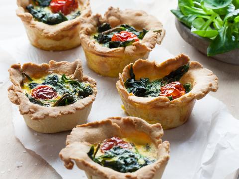 Sunn og velsmakende pai med tomat, spinat og Kavli HvitOst/GulOst