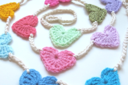 Beginners crochet: heart bunting - Obby