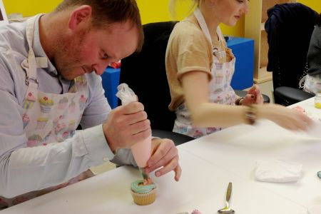 The cupcake decorating class - Obby