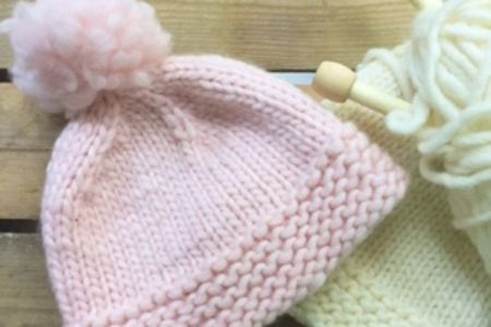 Knit a hat with a pom pom - Obby
