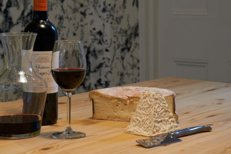 Sampling a variety of 6 wines with 2 complimentary cheeses each, this class teaches attendees how to serve and harmonise the cheese and wine for all occasions