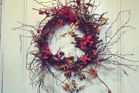 Learn how to create your own beautiful Christmas wreath