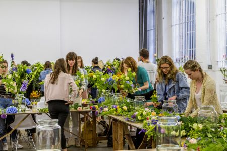 Join Bloomon for an evening of happiness delivered by the freshest flowers. Learn all about Bloomon's gorgeous flowers and how to create the perfect bouquet.