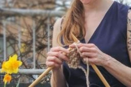 Learn the art of knitting with expert teacher Renée Callahan. Master the basic techniques that will transform your skills and take your knitting to the next level!