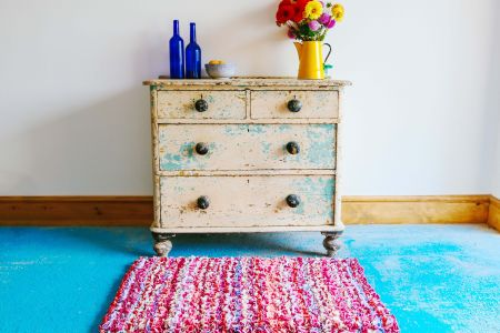 Learn how to transform any old rag into a wonderfully inventive and cosy rug in this hands-on course.