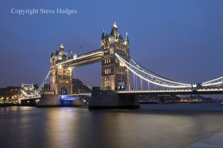 Capture one of the worlds most beautiful cities on camera with this night photography workshop starting at Tower Bridge.