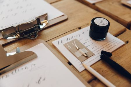 Come and learn modern calligraphy with Alice Gabb at Pearl & Groove. Whether you are writing wedding or other invites, this is the perfect way to start.