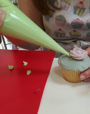 Intermediate Cupcake Decorating by Cookie Girl - food in London
