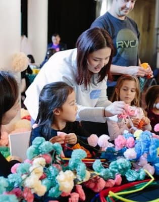 Kids paper pom pom workshop by Pom Pom Factory - crafts in London