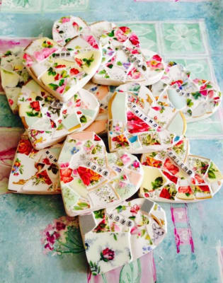 Mosaic Class, Workshop for beginners using Vintage China make a Mosaic Heart by The Mosaic Tutor - art in London