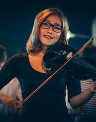 Advanced Violin Lessons by Eleanor Harrison - music in London