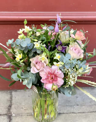 Seasonal Floristry Workshop by The Flower Factory LDN - crafts in London