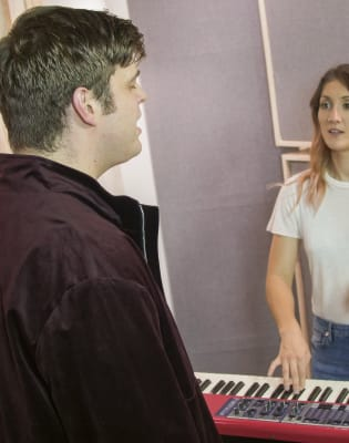 Singing Lessons by Nicole Gill Vocal Coach - music in London
