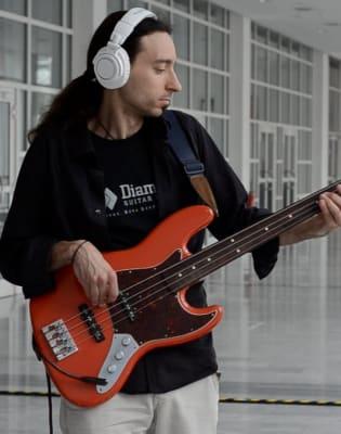 Beginners Bass Lessons with Alex Lofoco by Alex Lofoco - music in London