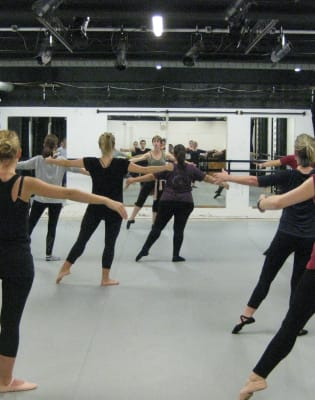 Beginner/Follow on Ballet- Thursday evenings by Ballet 4 Life - dance in London