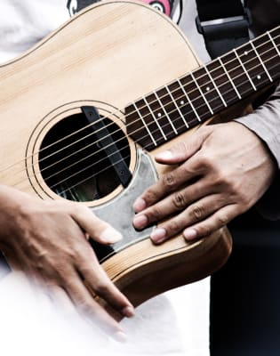 Acoustic Guitar Lessons by Kensington & Chelsea Guitar School - music in London