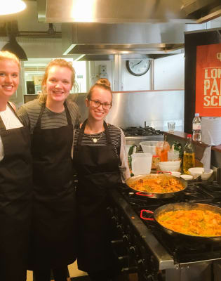 Traditional Paella Valenciana Cooking Class: Hoxton by London Paella School - food in London