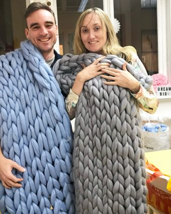 Arm Knitting - Knit a Large Blanket with your Arms