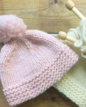 Knit a Hat with a Pom Pom