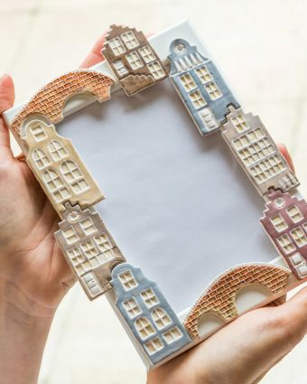 Decorate photoframe with clay