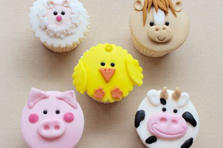 Adult & Child Farm Yard Cupcakes