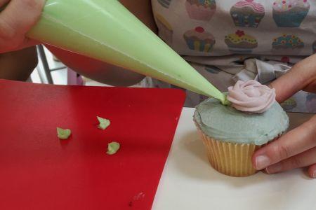 Intermediate cupcake decorating - Obby