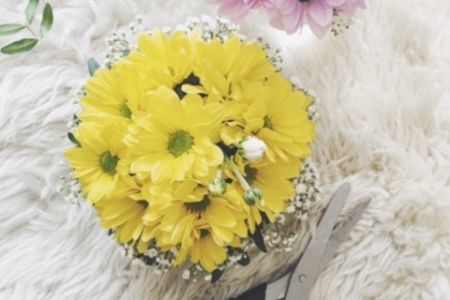 Join Midas Touch Crafts for this informal flower arrangement class in London Bridge. Learn how to make your own bouquet in this workshop.