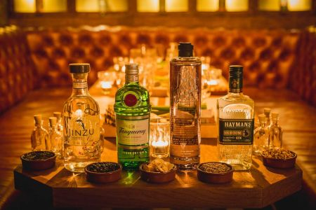 Love your Gimlets and Tom Collins? Looking for an alternative to the humble G&T? Our dedicated gin cocktail making class is for you.